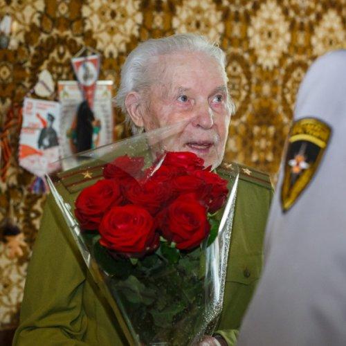 МЧС Москвы поздравляет ветеранов Великой Отечественной войны с Днем Победы